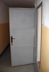 металлическая бронированная входная дверь в квартиру 95х205 см.
