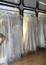Хранить платье в чехлах для одежды
